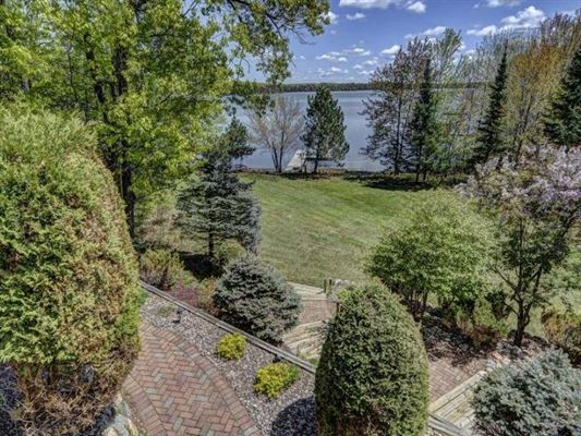 Mansions in impressive home on Crescent Lake