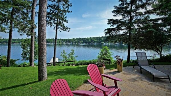 Luxury properties TRUE UP-NORTH ESTATE on Big Silver Lake