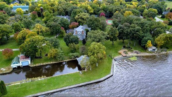 Luxury homes magnificent estate on Lake Butte des Morts