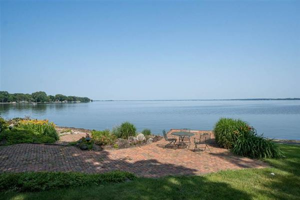 magnificent estate on Lake Butte des Morts luxury properties