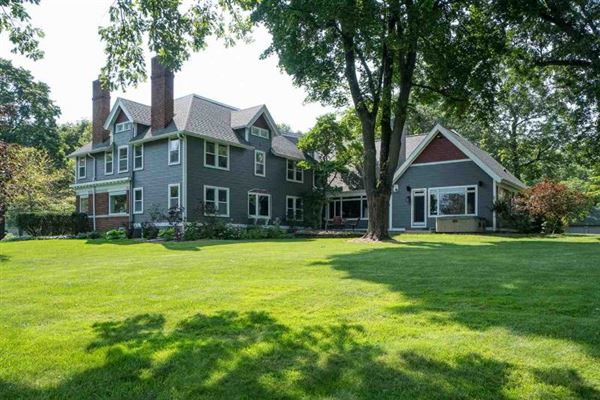 magnificent estate on Lake Butte des Morts mansions