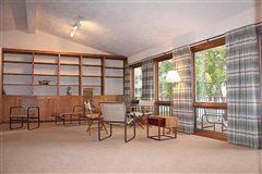 Luxury properties Custom built contemporary style lake house