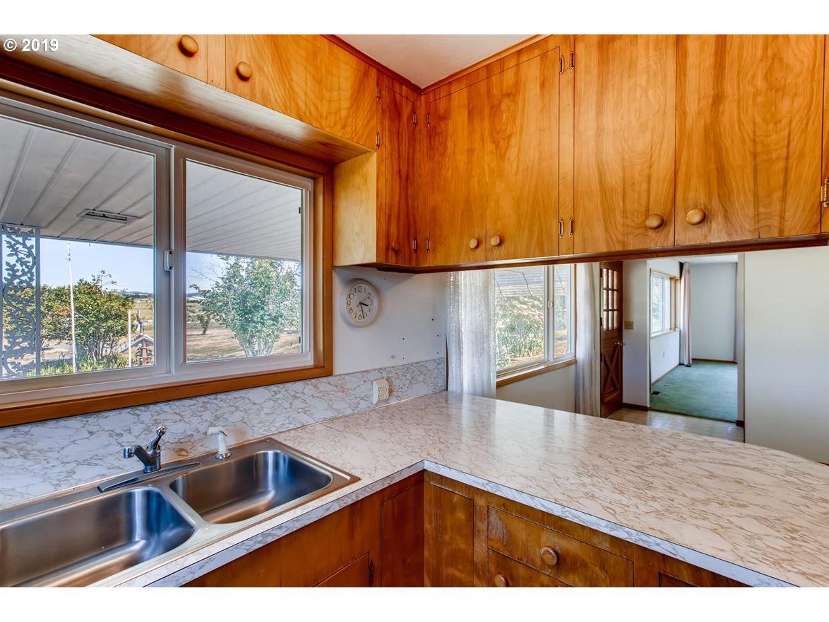 Mansions close-in acreage