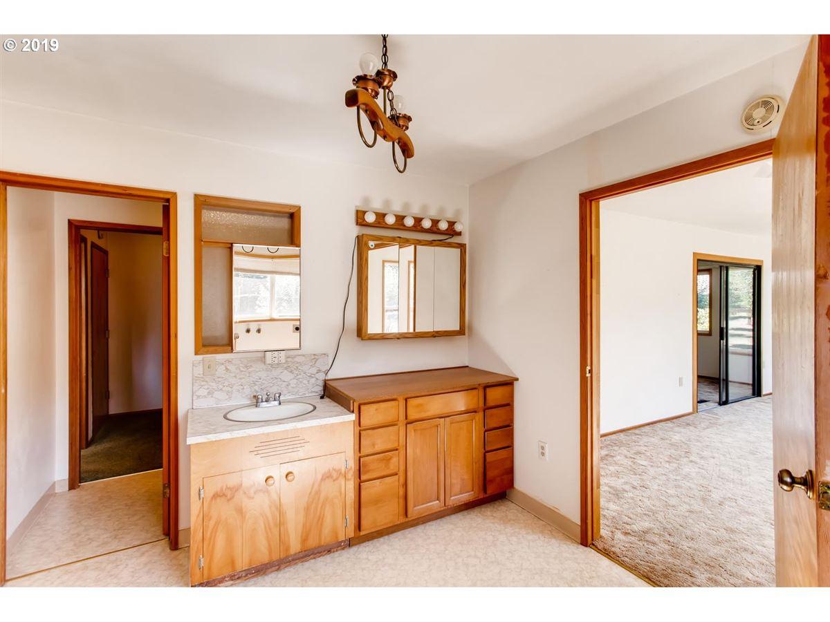 Luxury homes close-in acreage