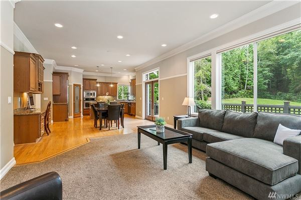 Spread out andrelax luxury real estate