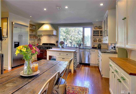Mansions Elegant Estate Includes Gourmet Kitchen and Patio