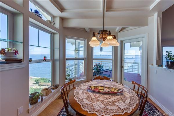 Mansions in custom waterfront gem