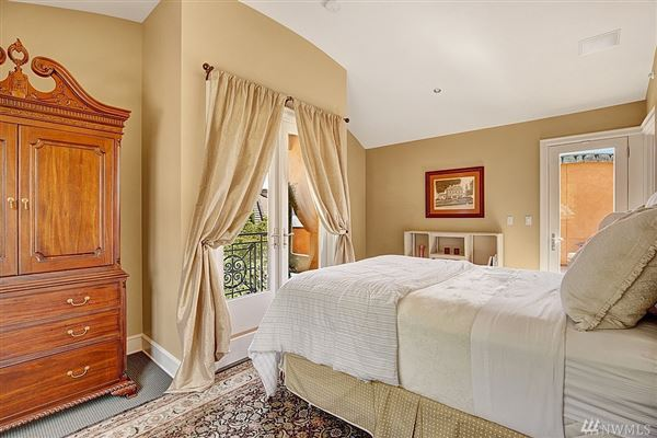 Luxury homes Italian-villa inspired waterfront beauty