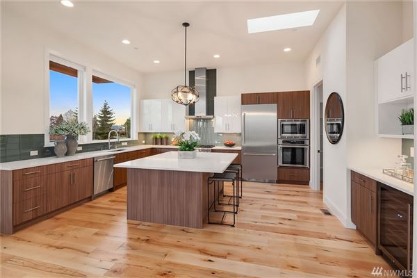 Luxury real estate contemporary luxury in Market Street Collection