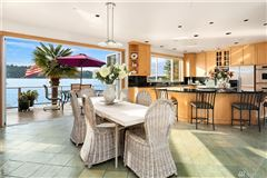 Luxury homes waterfront oasis