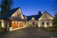 Mansions in Gold Coast waterfront estate with four-plus acres of privacy