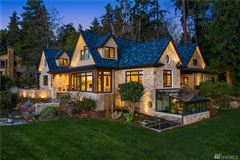 Luxury homes Gold Coast waterfront estate with four-plus acres of privacy