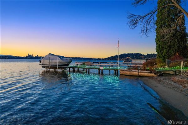 Gold Coast waterfront estate with four-plus acres of privacy mansions