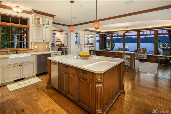 Luxury real estate Gold Coast waterfront estate with four-plus acres of privacy