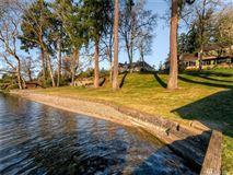 Mansions in custom estate on Lake Steilacoom