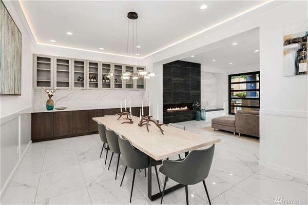 Luxury homes in custom luxury modern home on mercer island