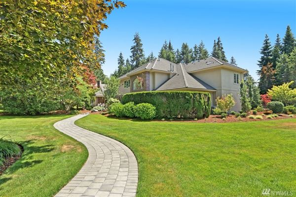 Luxury homes Exquisite craftsmanship in desirable Woodinville