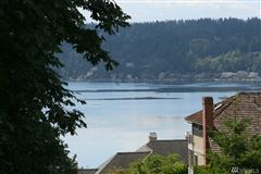 Mansions in spectacular lake sammamish view property