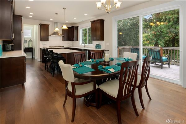 beautiful like-new craftsman luxury homes