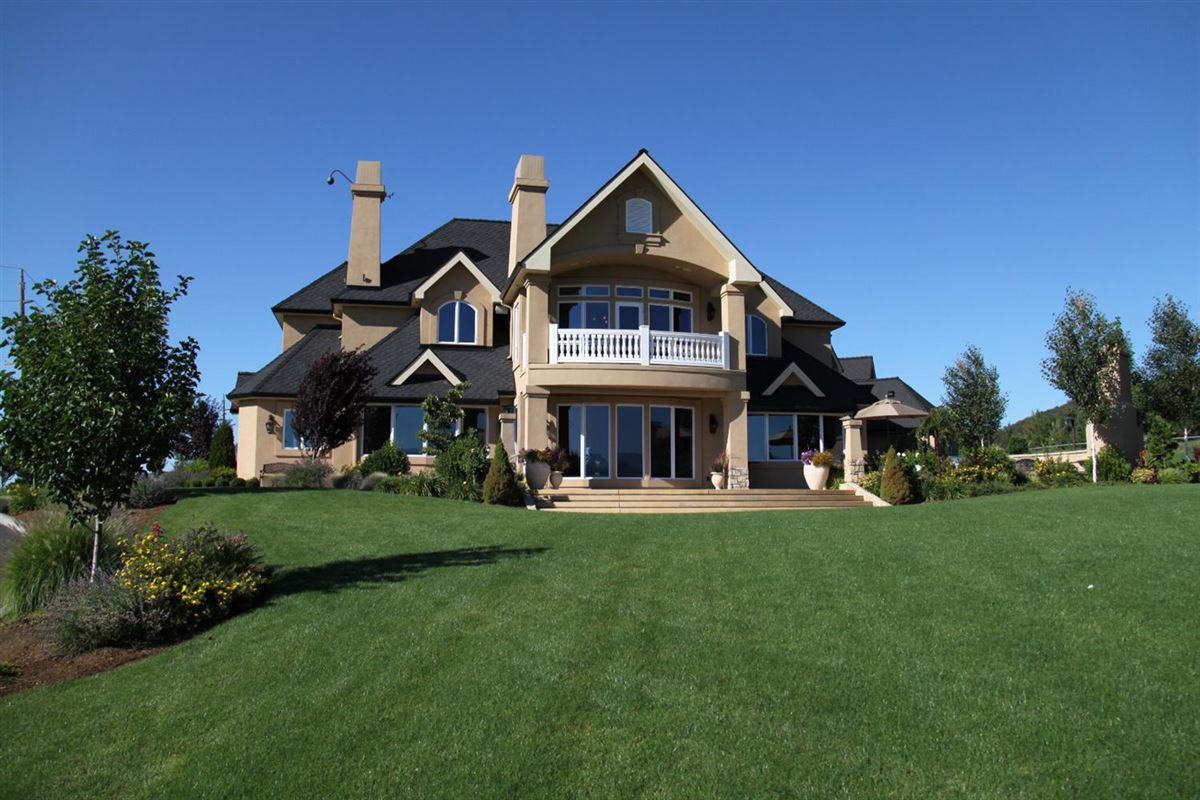 The Villa At Crown Ranch In Medford Oregon Luxury Homes Mansions