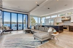 Luxury homes in contemporary living on lake washington