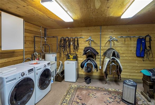 Ultimate living for both human and horse luxury homes