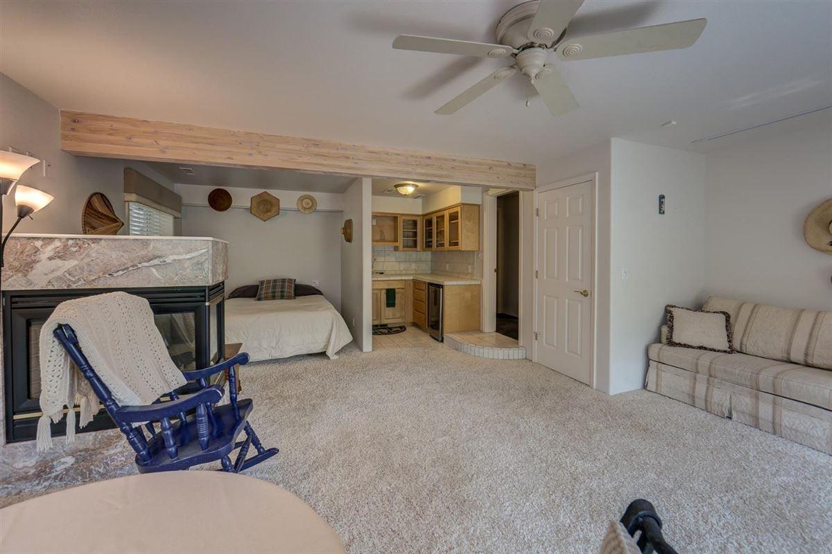 Luxury properties Incredible lake-front retreat