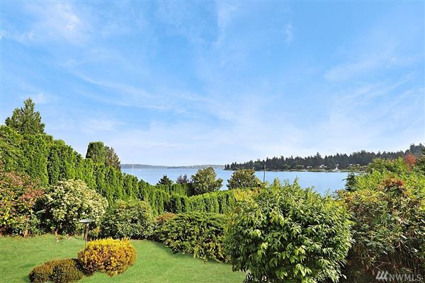 Luxury real estate A rare find on Evergreen Point in Medina