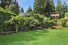 Luxury homes A rare find on Evergreen Point in Medina