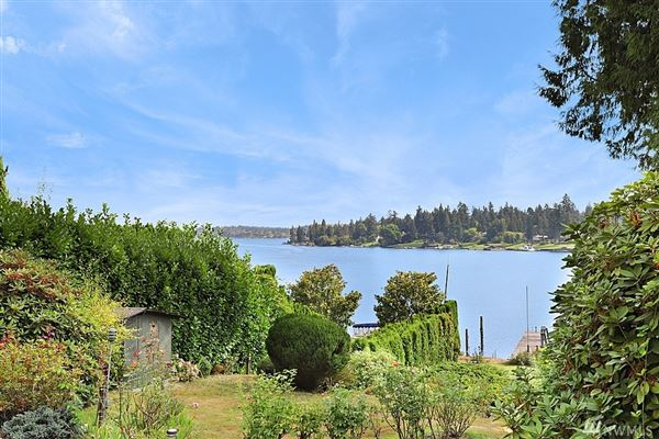 Luxury homes in A rare find on Evergreen Point in Medina