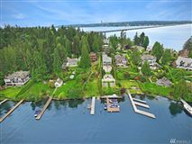 Mansions in A rare find on Evergreen Point in Medina