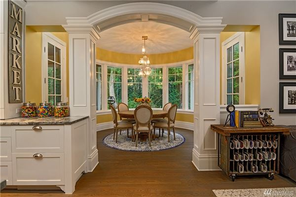 Luxury homes on desirable Treemont Way