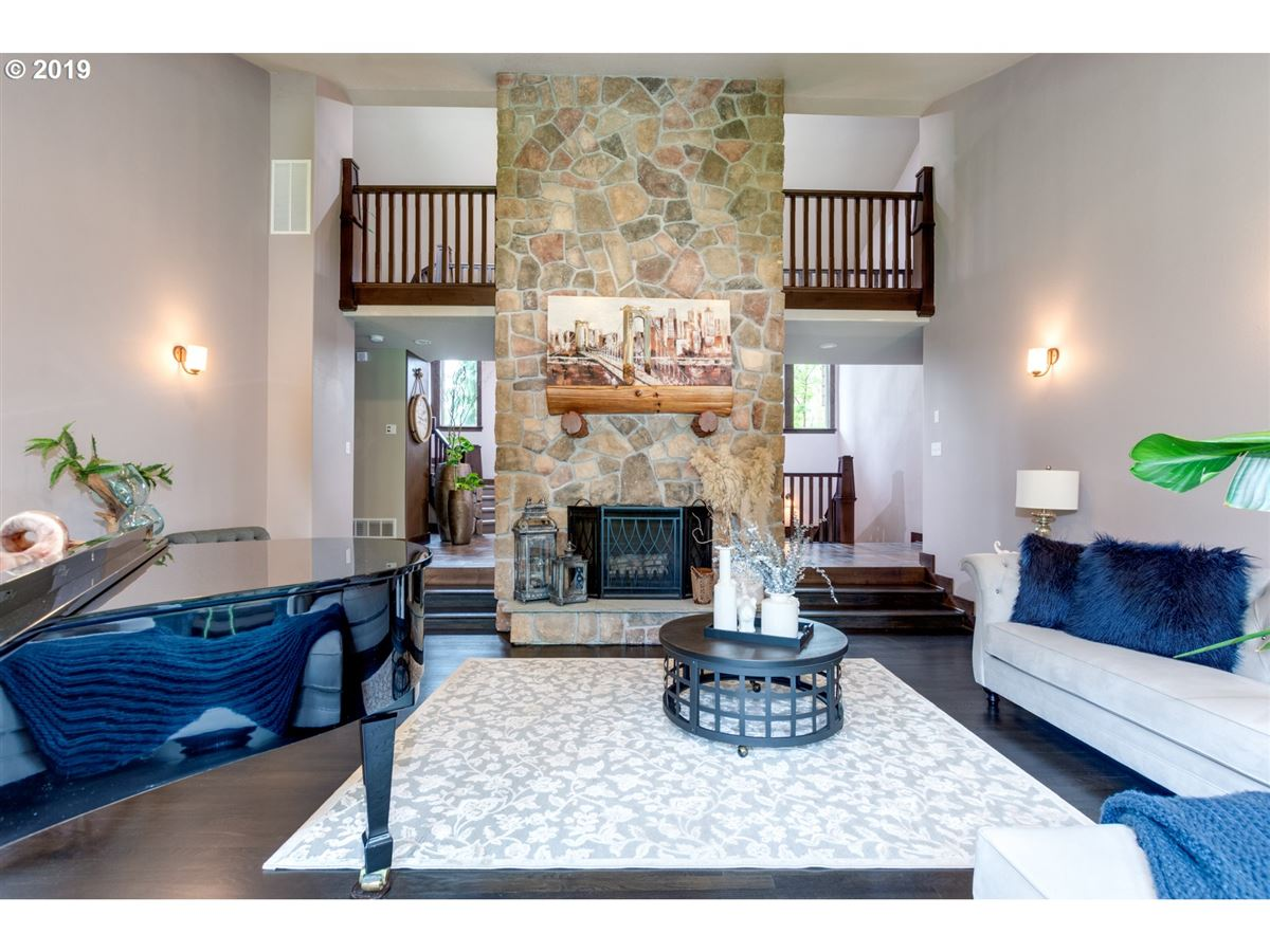 Gorgeous estate spanning over 10 private acres luxury homes