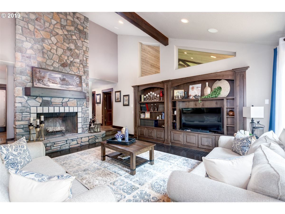 Gorgeous estate spanning over 10 private acres mansions