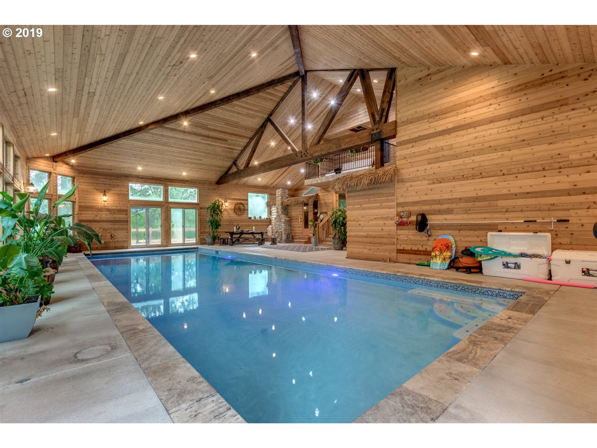 Luxury properties Gorgeous estate spanning over 10 private acres