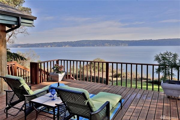 Lovely waterfront Northwest contemporary luxury real estate