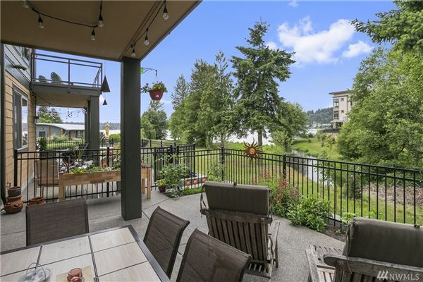 Luxury properties Beautiful pristine Barbee Mill home