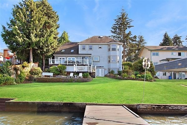 Luxury homes charming home on desirable Lake Tapps