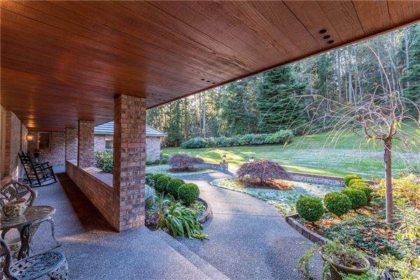 Luxury properties Whidbey Island Estate Perfectly Sited on 11.4 acres