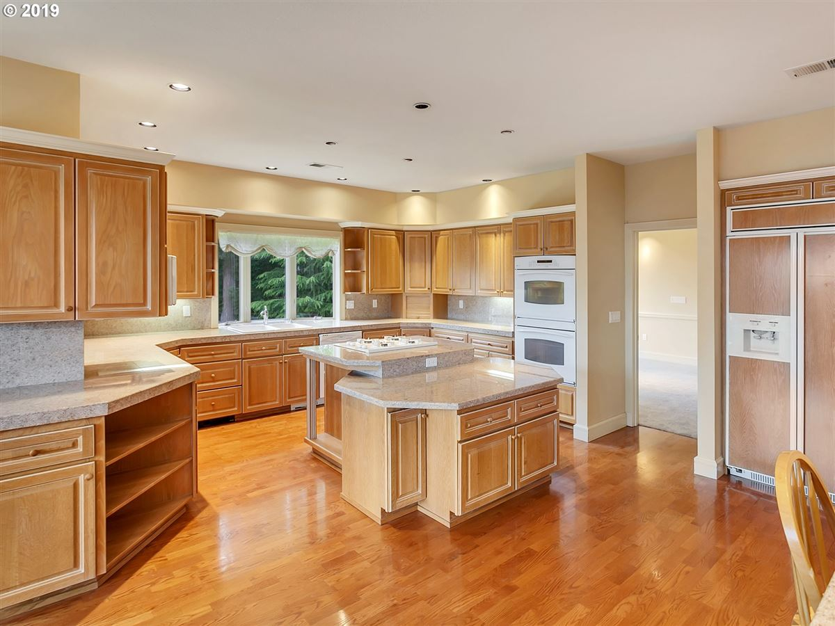 Gorgeous custom home on rare close-in acreage mansions
