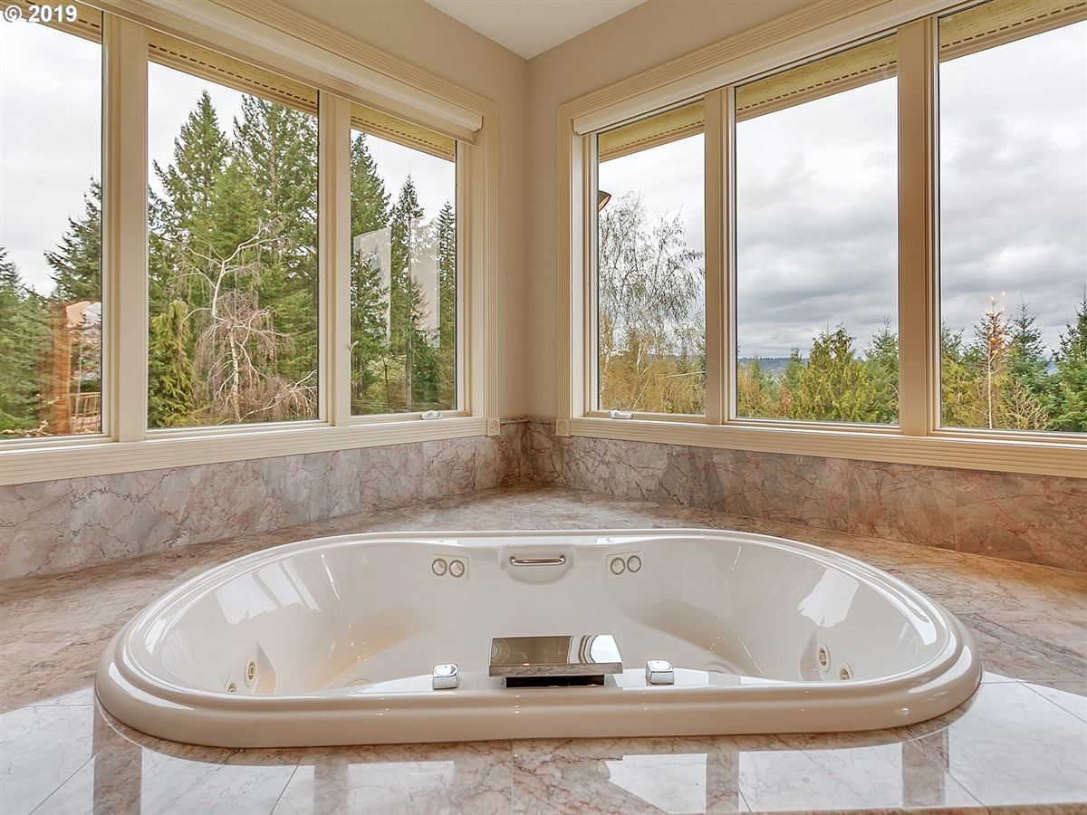 Luxury homes Gorgeous custom home on rare close-in acreage