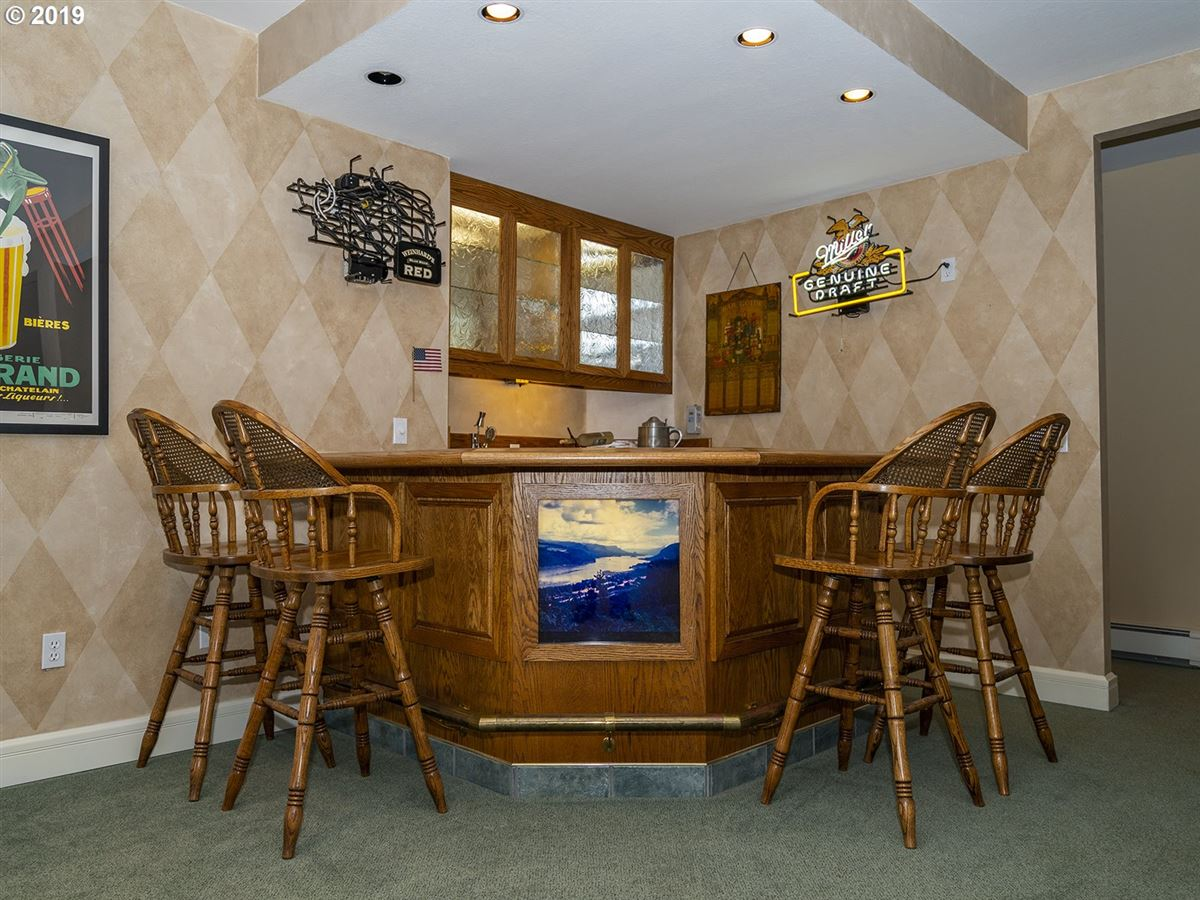 Luxury properties Gorgeous custom home on rare close-in acreage