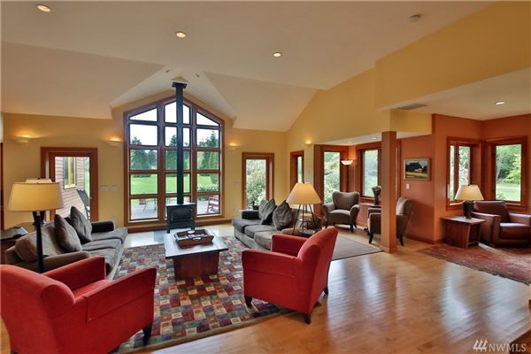 Luxury homes Willow Pond Waterfront LakeHouse