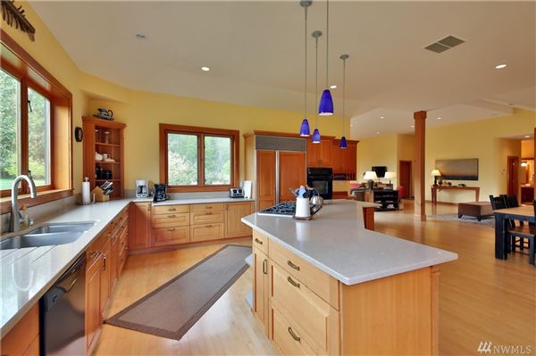 Luxury properties Willow Pond Waterfront LakeHouse
