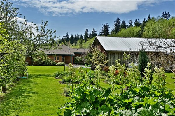 Willow Pond Waterfront LakeHouse luxury real estate