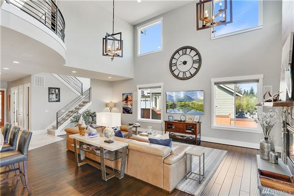 Luxury homes Breathtaking Lake Tapps Waterfront Home