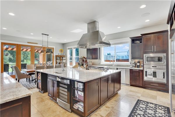 Breathtaking Lake Tapps Waterfront Home luxury real estate