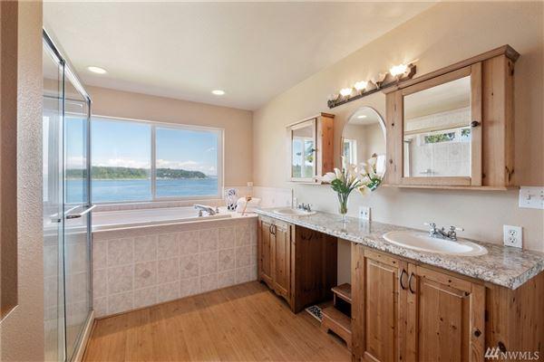 PRIME PUGET SOUND WATERFRONT   Washington Luxury Homes