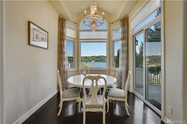 Luxury homes breathtaking views of lake washington