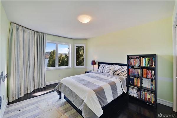 Luxury homes in breathtaking views of lake washington